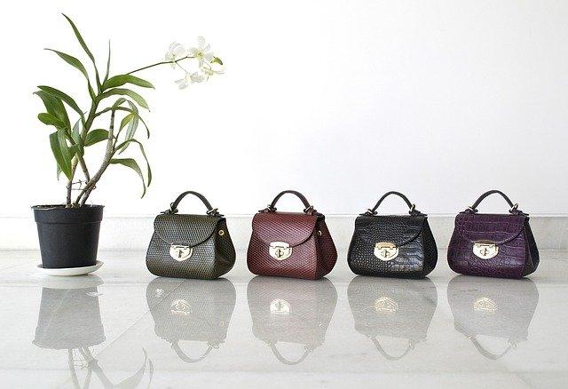 Výběr kabelky je důležitou součástí outfitu