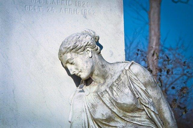 socha ženy