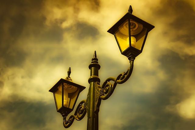 zataženo nad lampou