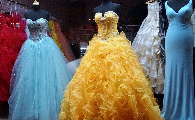 Nádherné šaty si můžete levně půjčit