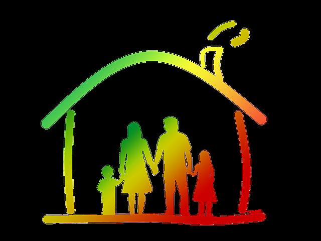 rodina v nakresleném domě v zelené barvě
