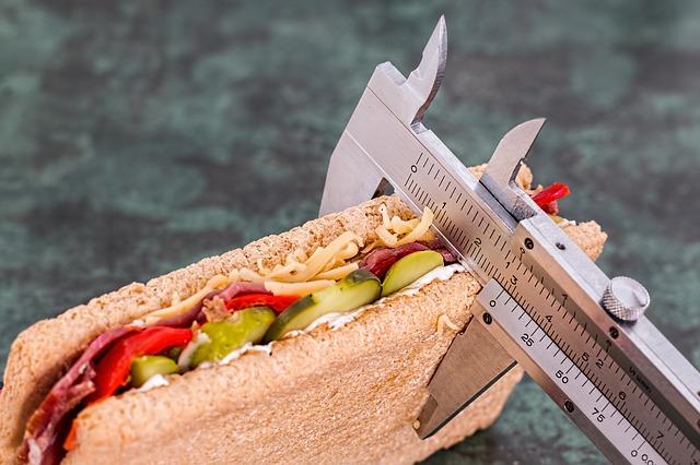 měření tloušťky sendviče šuplerou