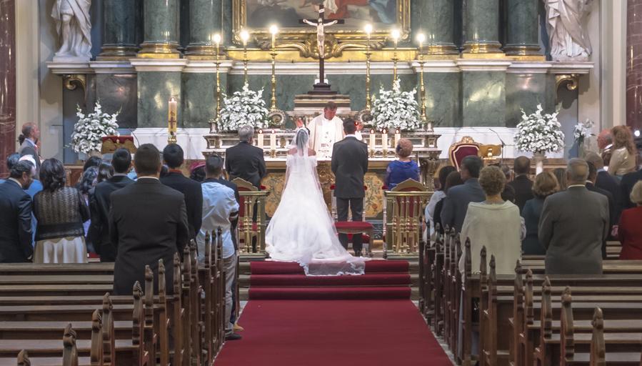 obřad v kostele
