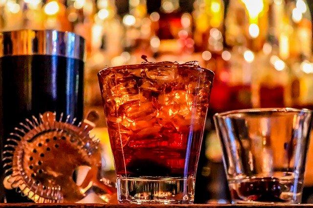 alkohol ve skleničkách