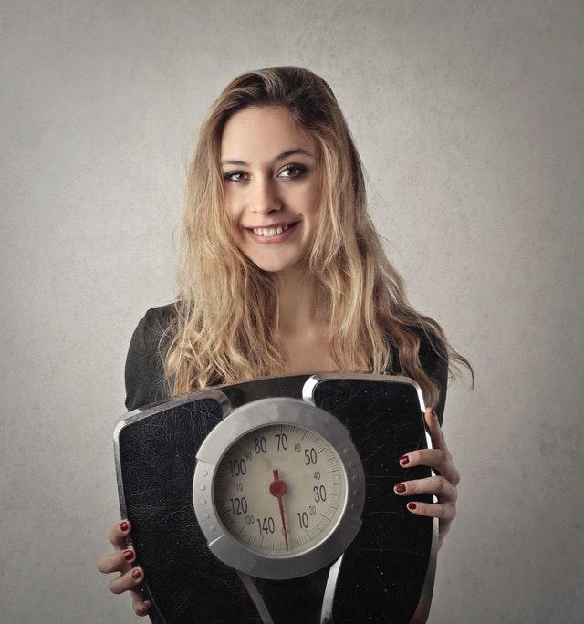žena a osobní váha